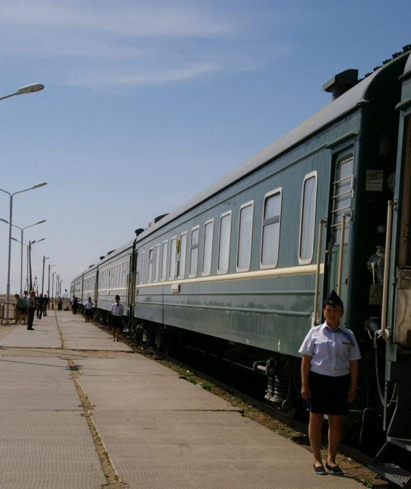 Le transsibérien dans une gare