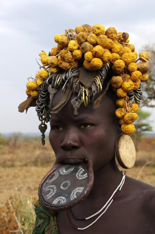 Jeune femme Mursi dans le sud éthiopien