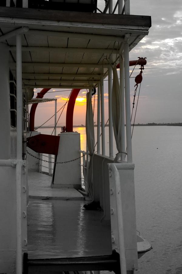 Coucher de soleil sur le fleuve Sénégal