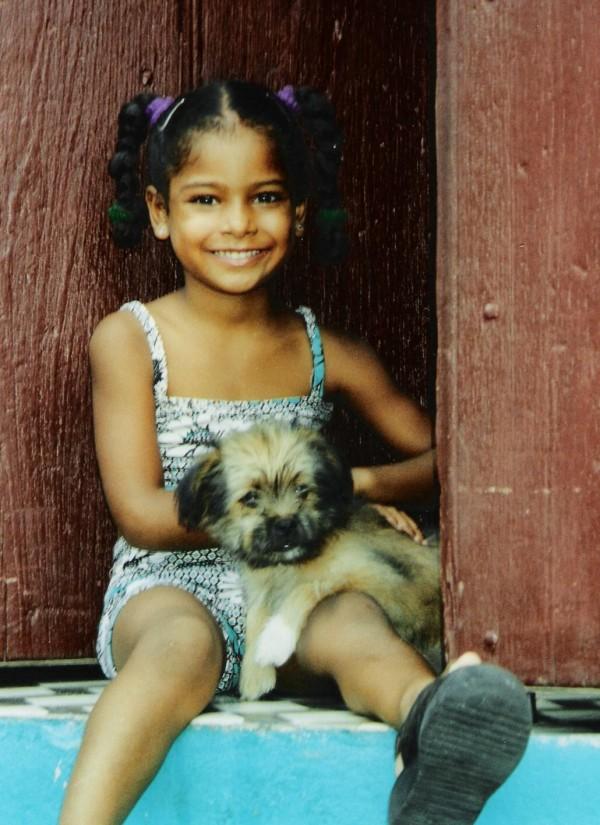 La petite fille au chien