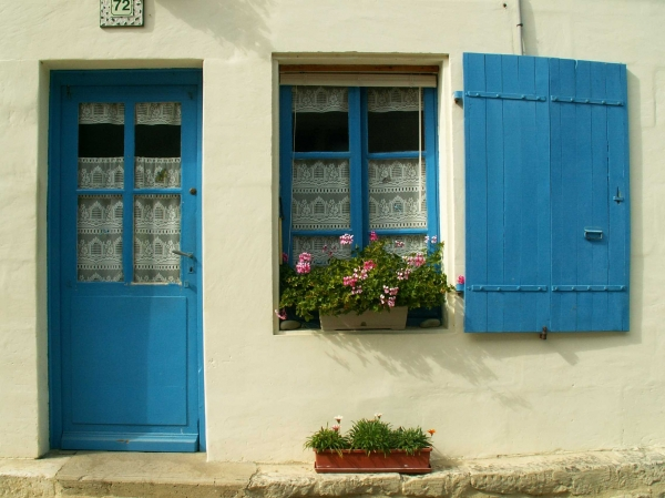 Des fenêtres d'hier et d'aujourd'hui. Medium_Pict0247